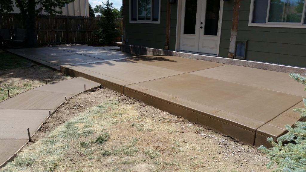 Patio Broom Finish Color Concrete | Gumer Concrete