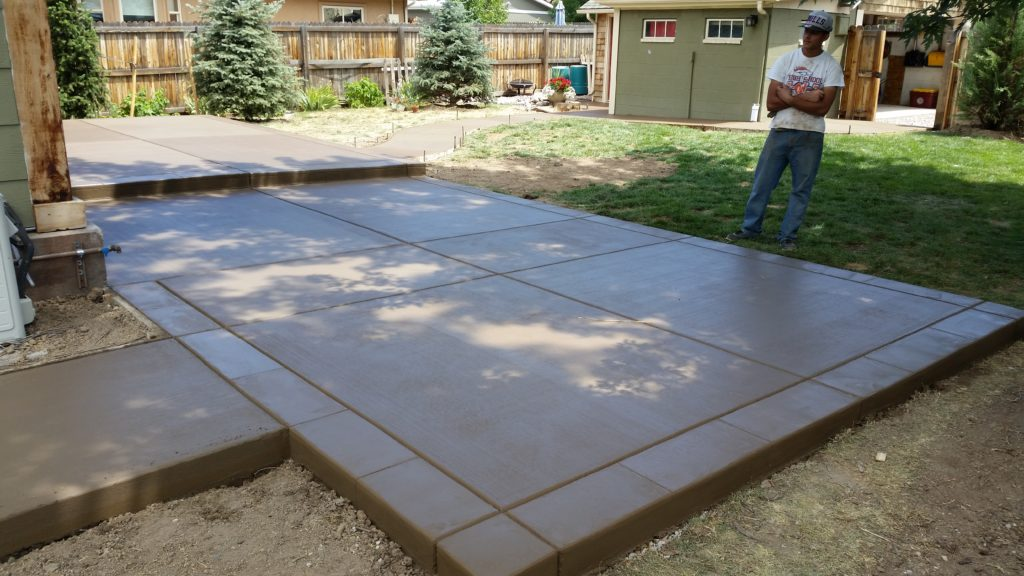 Patio Broom Finish Color Concrete2