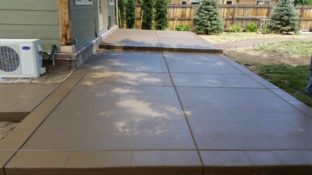 Patio Broom Finish Color Concrete4